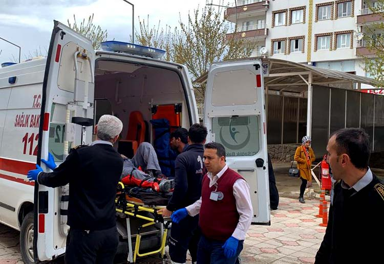 İskele çöktü: 2 işçi yaralı