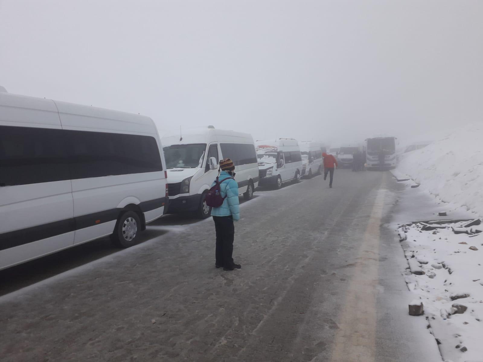 Turistler dağda mahsur kaldı