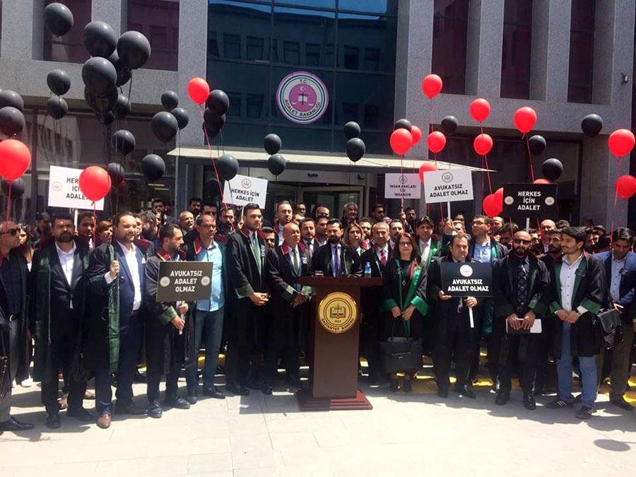 Öldürülen avukat için protesto