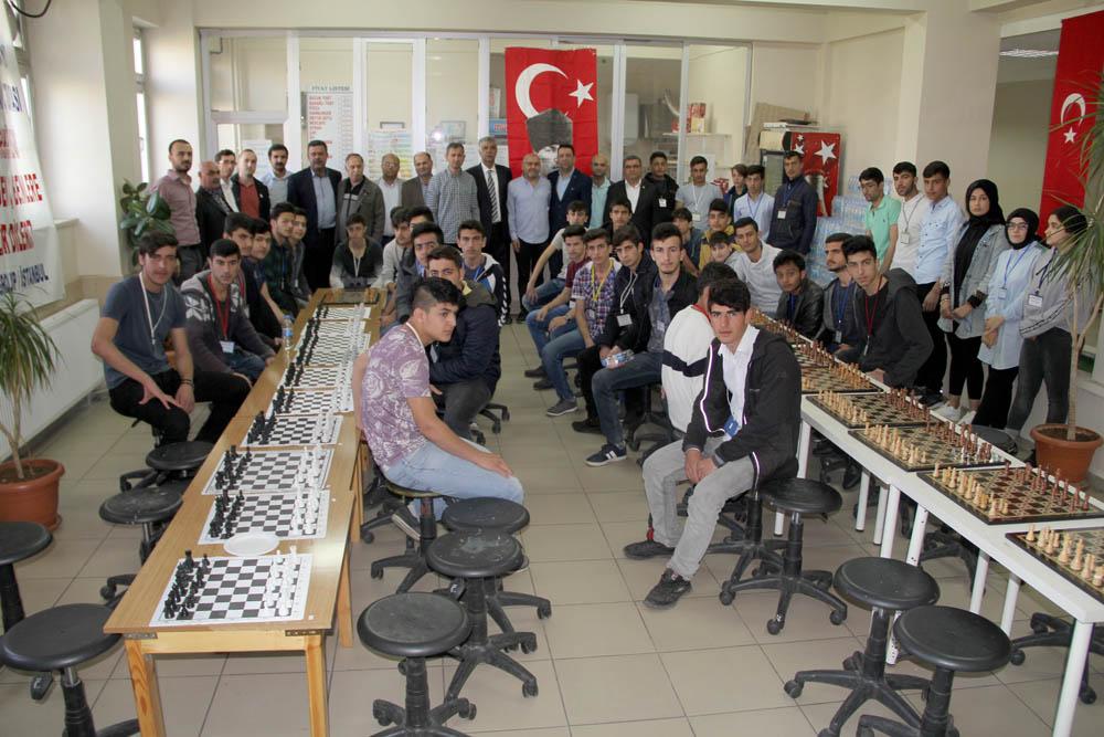 Satranç turnuvası düzenleniyor