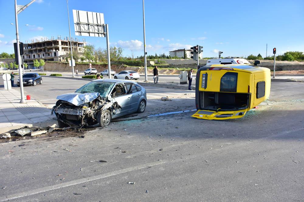Servis kazası, çok sayıda yaralı var!