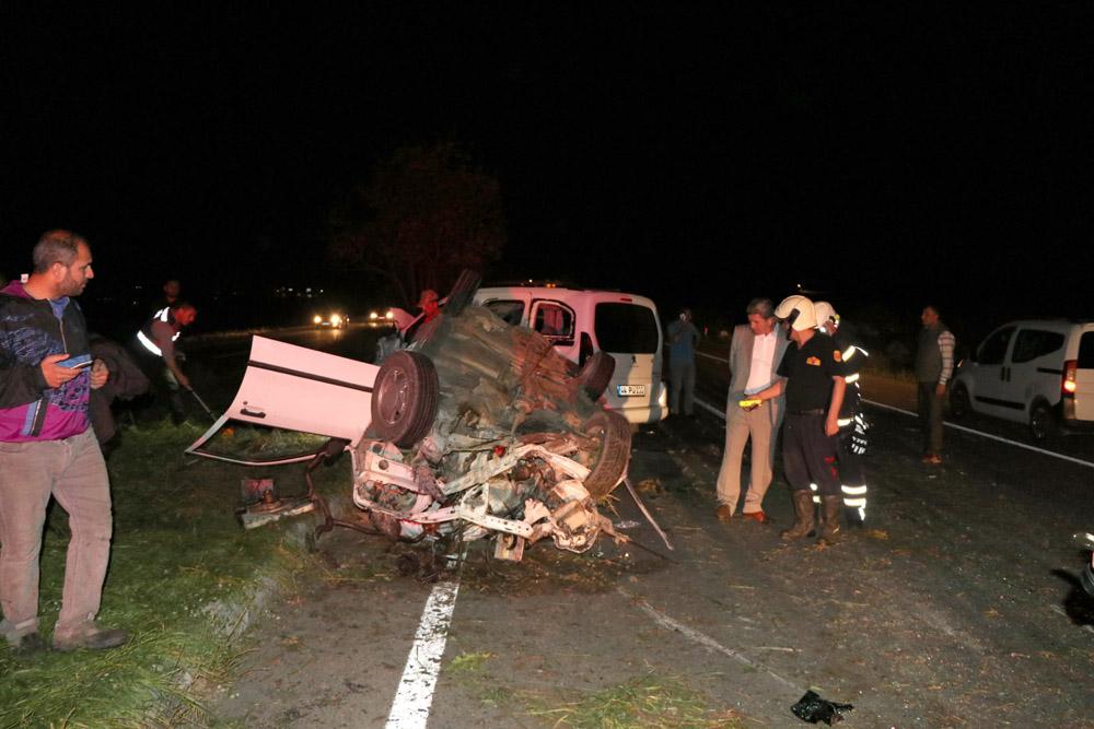 Otomobil ile kamyonet çarpıştı: 1 ölü, 10 yaralı