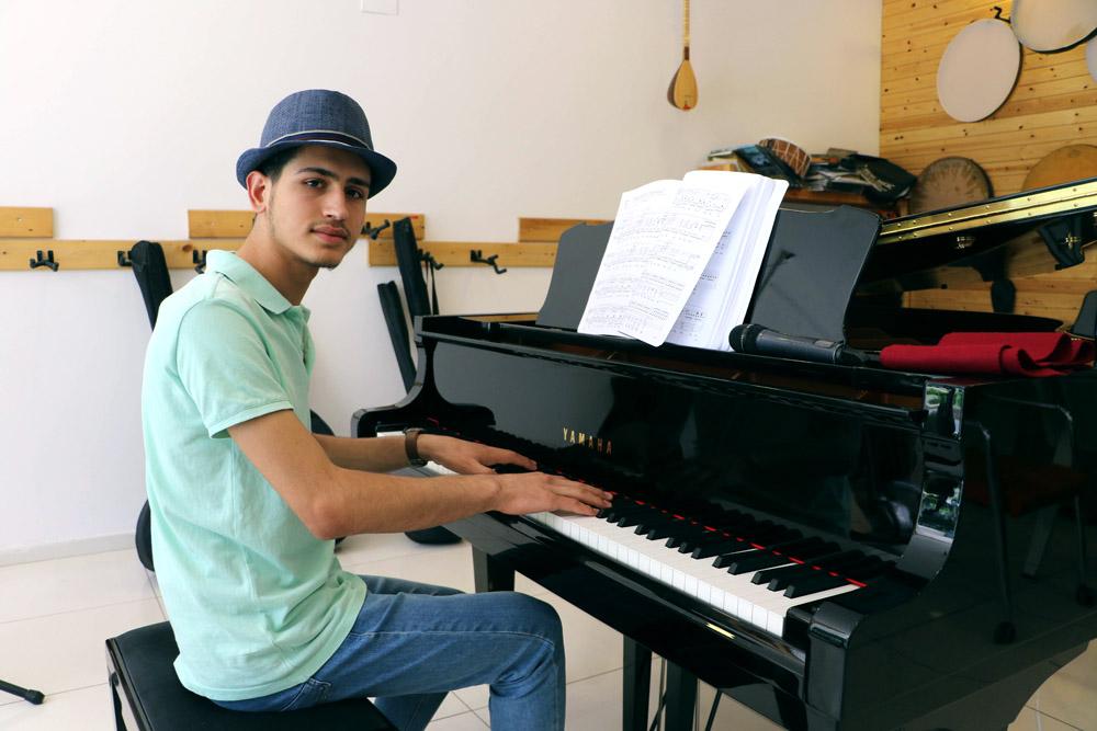 DAİŞ'ten kaçtığı Kobanê'ye piyanist olarak dönüyor