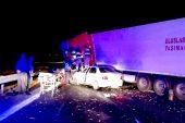 Tır ile Otomobil Çarpıştı: 1 Ölü, 3 Yaralı