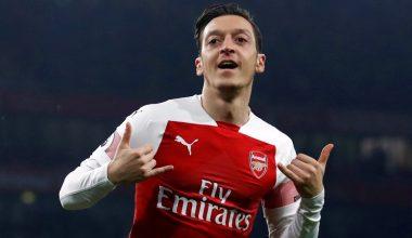 Fenerbahçe, Mesut Özil'le 3.5 yıllık sözleşme imzaladı