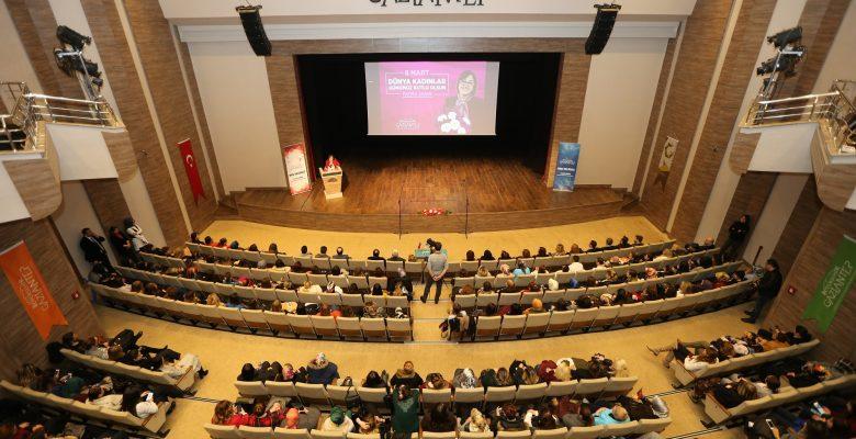 Dünya Tiyatro Günü'nde şehir tiyatrosu kuruldu