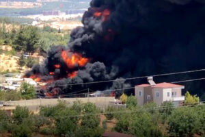 Tekne imalathanesinde dev yangın